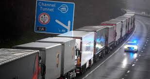 Francia permitirá el acceso desde Reino Unido a los camioneros galos que presenten un test negativo de Covid-19